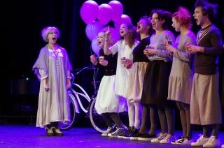 В Театре Наций состоялся благотворительный спектакль «СтихоВаренье» с участием звёзд театра и кино