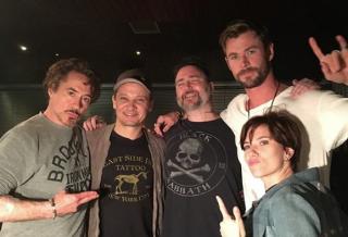 Пять «Мстителей» сделали себе одинаковые татуировки