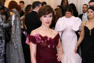 Скарлетт Йоханссон пришла на Met Gala в платье от жены Харви Вайнштейна